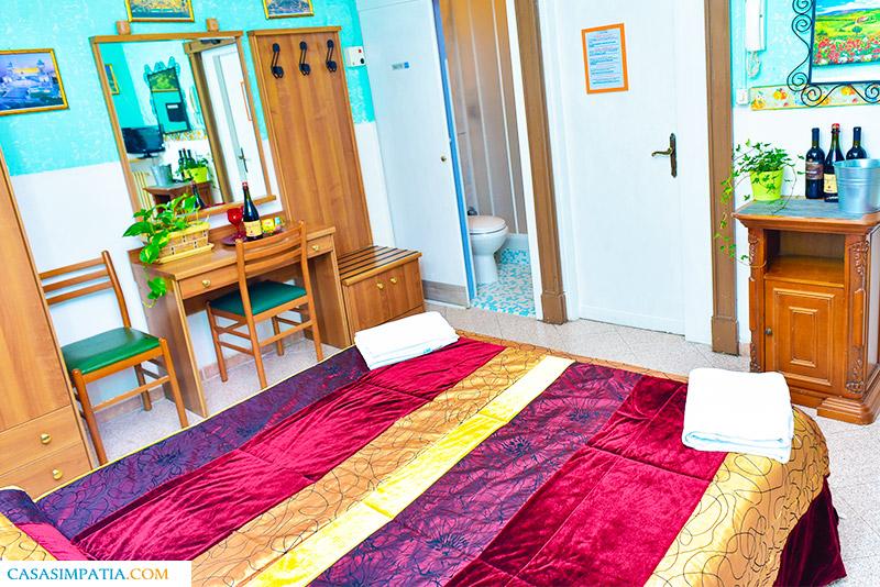 Camera tripla con bagno privato | Casa Simpatia | Via Cairoli 32